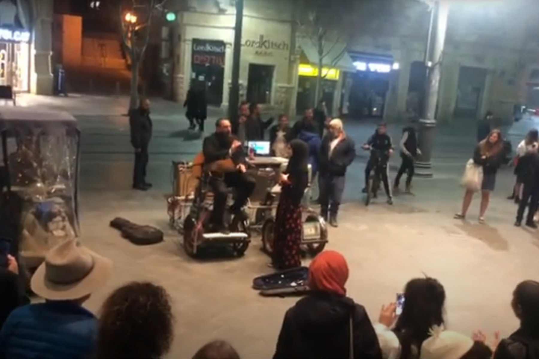 Een Jood en Moslim zingen Hallelujah in Jeruzalem